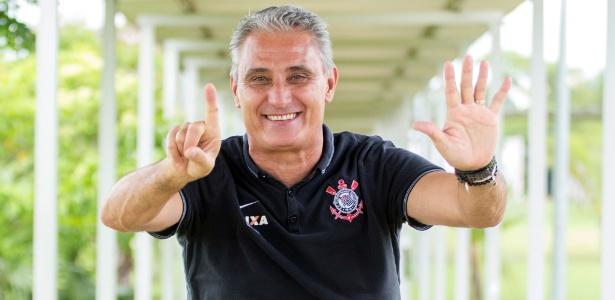 Tite ainda está em busca de formação ideal para o Corinthians