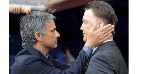 """Mourinho aguarda um """"sim"""" do Manchester United para pegar lugar de Louis Van Gaal - Reprodução / Twitter"""