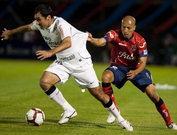 Danilo, em seu primeiro jogo de Libertadores pelo Corinthians, contra o Independiente-COL em 2010 - Daniel Augusto Jr/Agência Corinthians