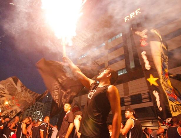 Gaviões faz protesto em frente à Federação Paulista de Futebol - DOUGLAS PINGITURO/BRAZIL PHOTO PRESS/ESTADÃO CONTEÚDO