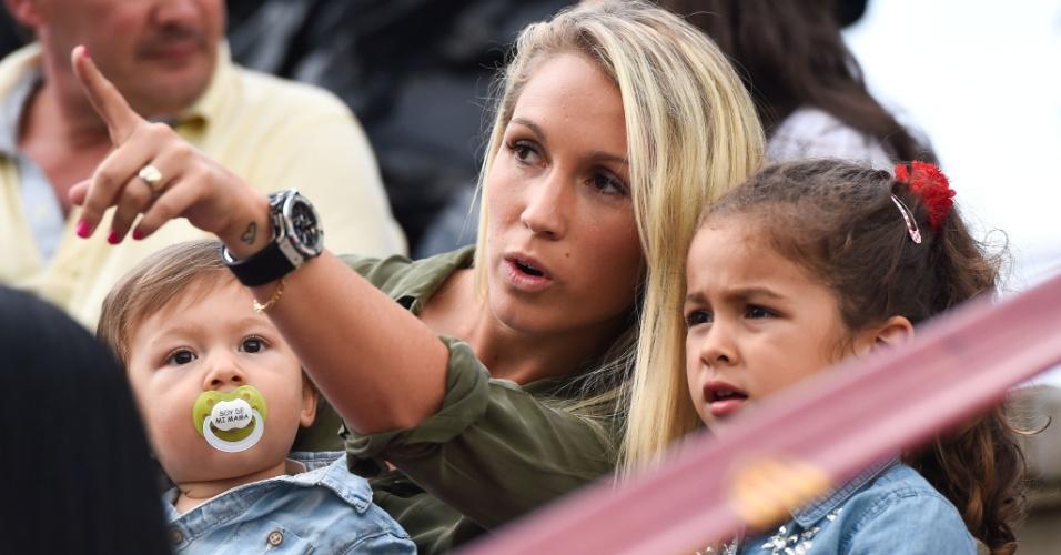 Sofia leva os filhos para ver os jogos de Suárez