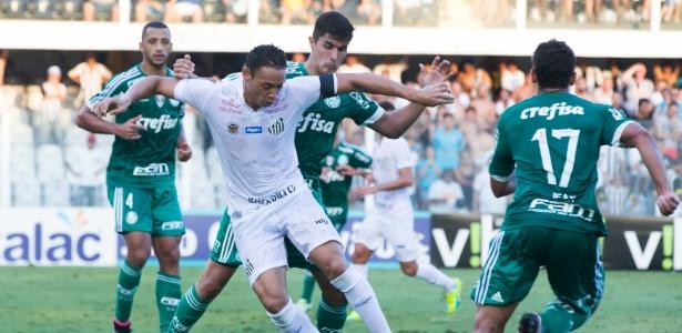 Lance de jogo entre Palmeiras e Santos durante semifinal do Paulista: Cuca mostrou otimismo apesar de derrota nos pênaltis
