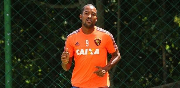 Atacante Edmílson chegou ao Sport nesta quarta-feira e já treinou - Williams Aguiar/Sport Club do Recife