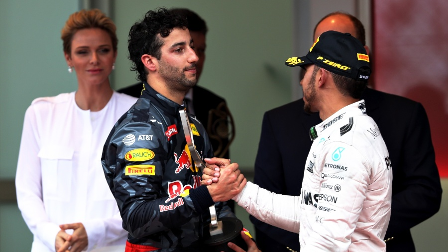 Daniel Ricciardo e Lewis Hamilton no pódio do GP de Mônaco - Mark Thompson/Getty Images