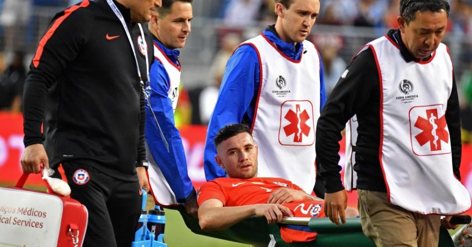 Mena deixa lesionado a partida entre Chile e Argentina