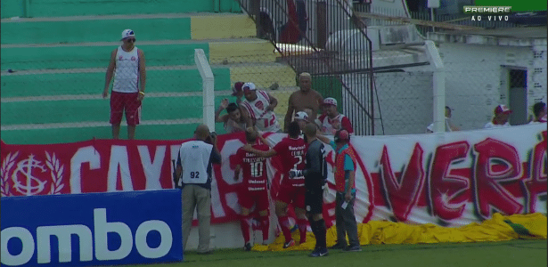 D'Alessandro tentou conter a briga de torcedores na primeira rodada do Gauchão