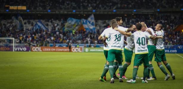 Jogadores da Chapecoense comemoram gol contra o Cruzeiro pelo Brasileirão