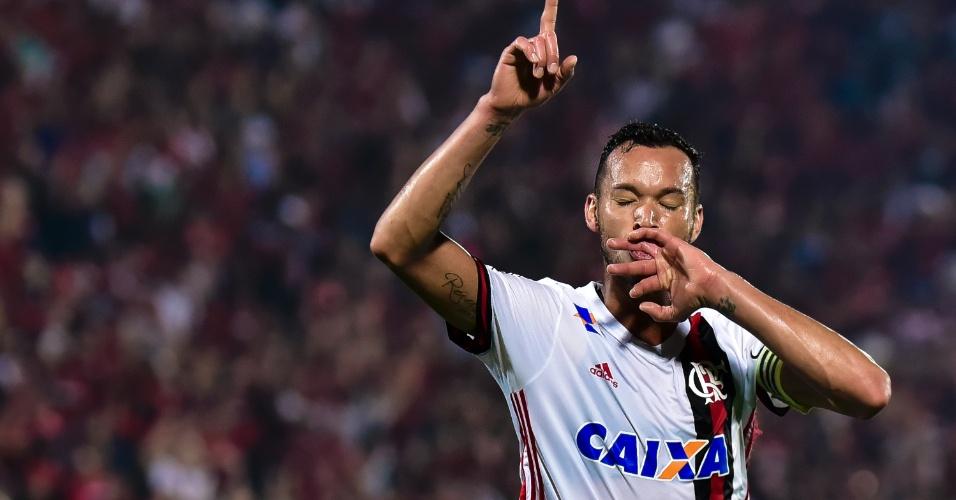 Réver abre o placar para o Flamengo contra a Ponte Preta