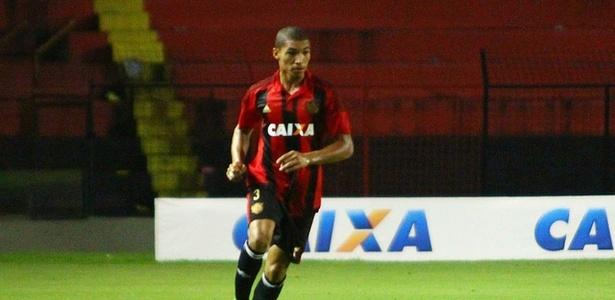 Aos 19 anos, Adryelson foi recém-promovido ao time profissional do Sport