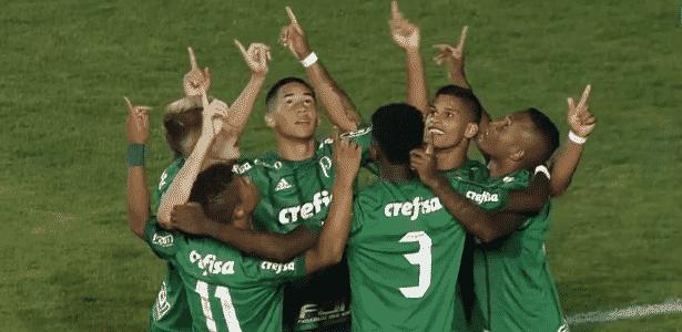 Palmeiras goleia e garante vaga antecipada à próxima fase da Copinha ... 854db7cee1c32