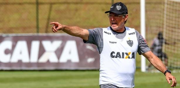 Oswaldo Oliveira admitiu que conhece pouco sobre Tomás Andrade