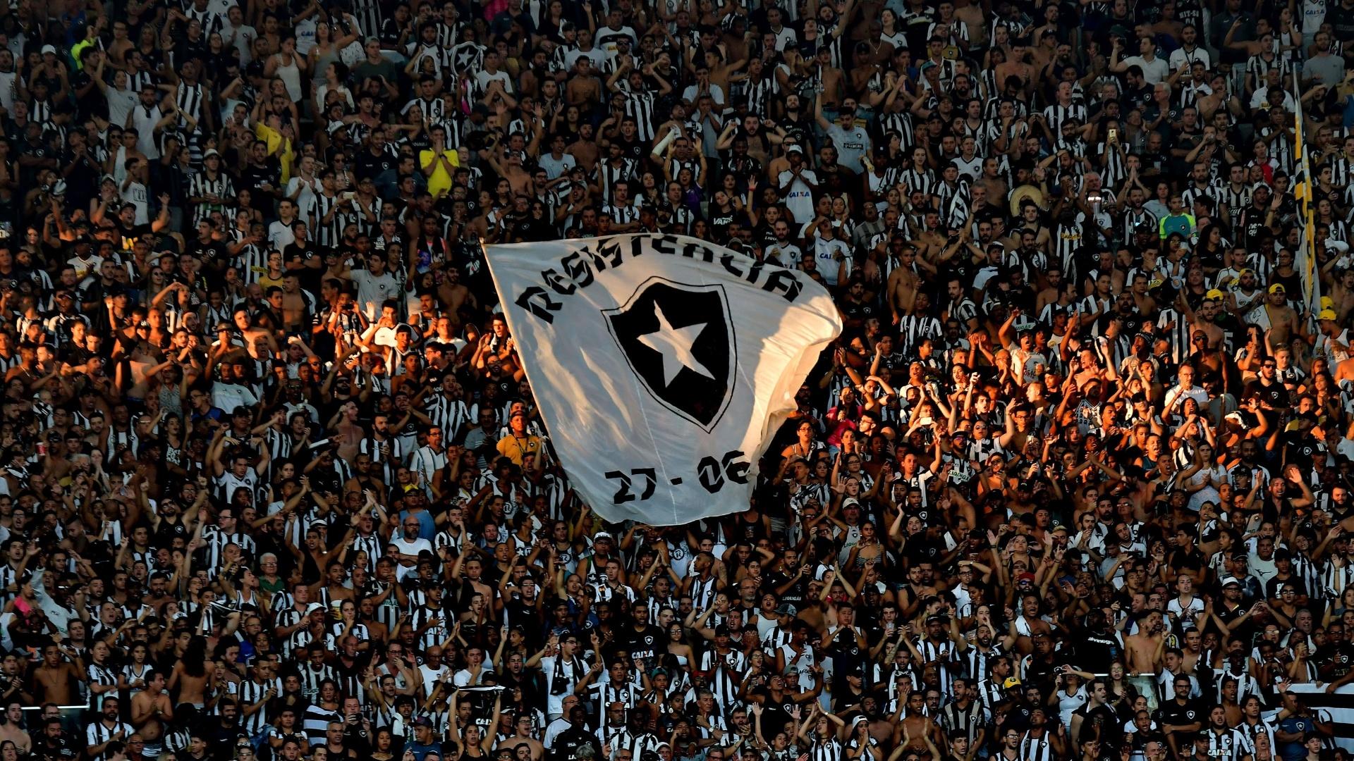 Torcida do Botafogo faz festa em jogo diante do Vasco pelas finais do Campeonato Carioca 2018