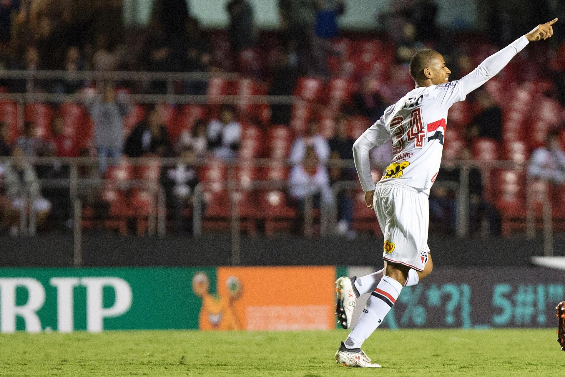 1093a82d1e Bruno Alves marca no aniversário