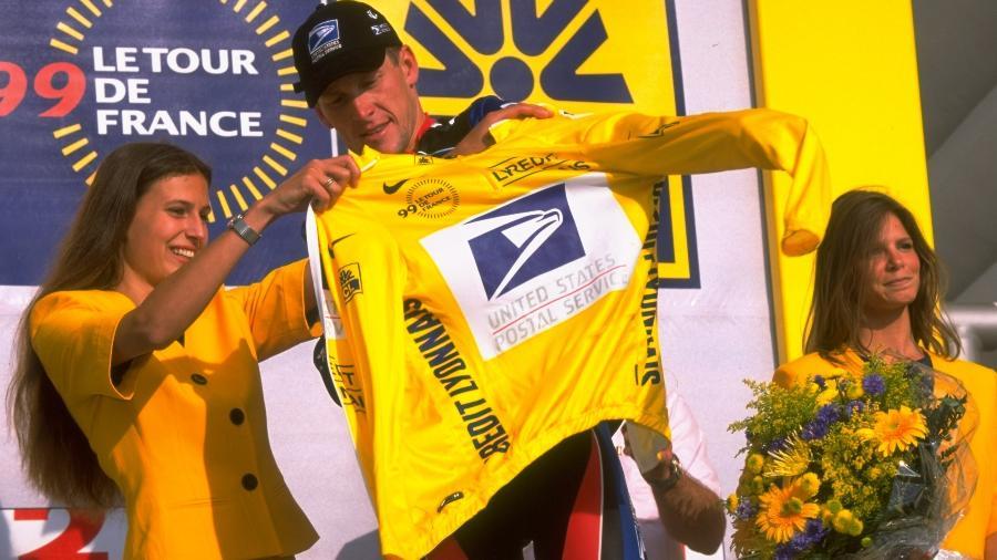 Ex-ciclista correu a Volta da França com patrocínio da US Postal Service entre 1999 e 2004; empresa reclamava danos à imagem - Doug Pensinger/Allsport/Getty Images