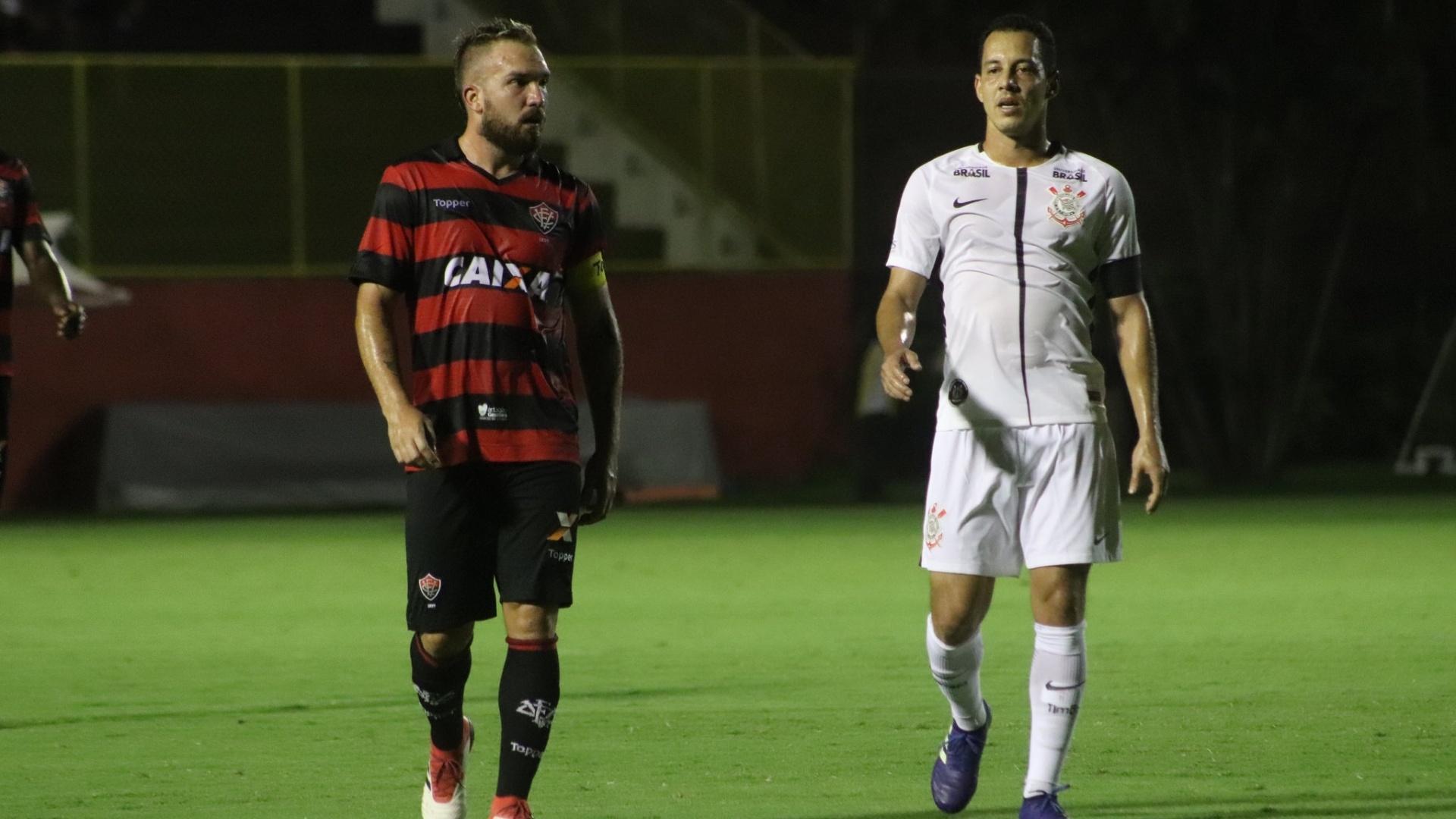Willian Farias e Rodriguinho durante Vitória x Corinthians na Copa do Brasil