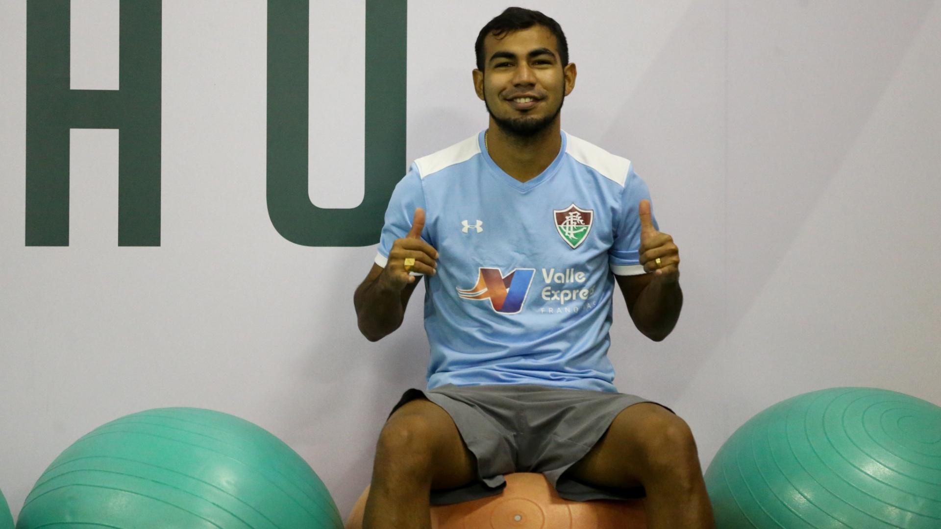 Sornoza durante treino do Fluminense