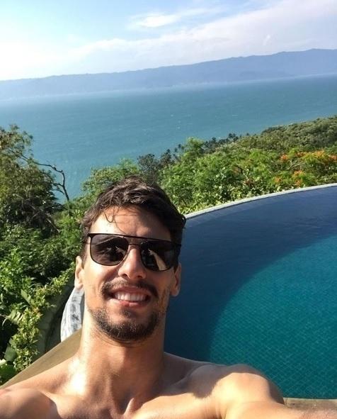 Rodrigo Caio, não quis sair de São Paulo, está no litoral norte, em Ilhabela