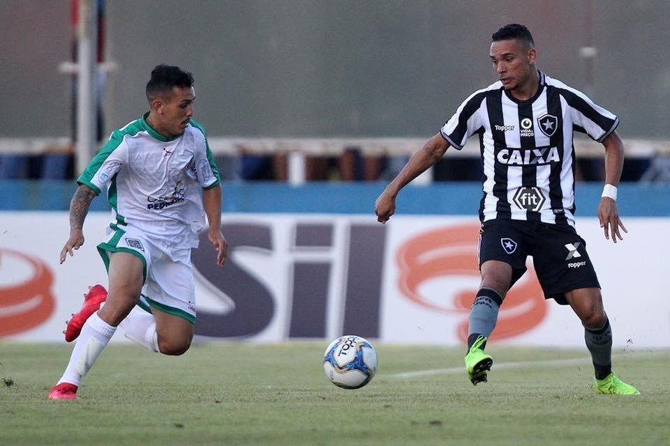 Botafogo perde para a Cabofriense de virada na estreia do Carioca -  20 01 2019 - UOL Esporte c25b564b79835