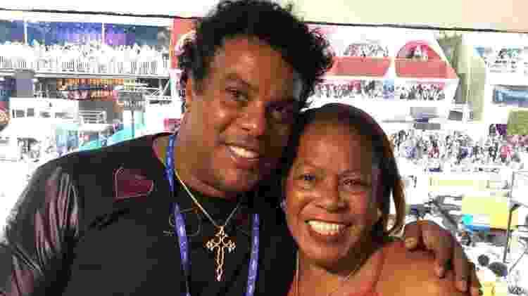 Assis e Dona Miguelina em camarote de Ronaldinho Gaúcho na Sapucaí - Divulgação - Divulgação