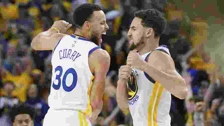 Stephen Curry e Klay Thompson comemoram vitória dos Warriors  - Kyle Terada-USA TODAY Sports
