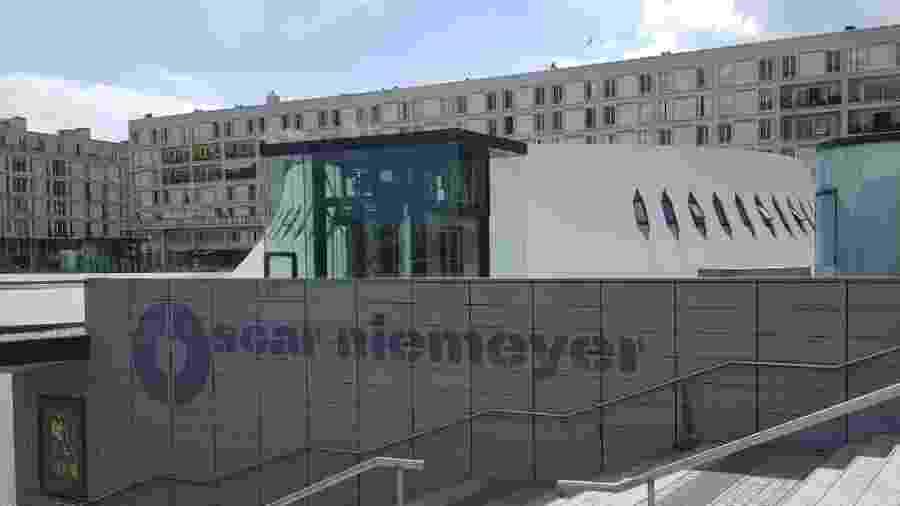 """Edifício projetado por Oscar Niemeyer em Le Havre é chamado de """"vulcão"""" e """"pote de iogurte"""" - Ana Carolina Silva/UOL"""