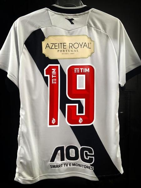 Camisa do Vasco já continha patrocínio do Azeite Royal nas costas. Contra o Fla terá também nos ombros - Divulgação / Assessoria de imprensa do Vasco