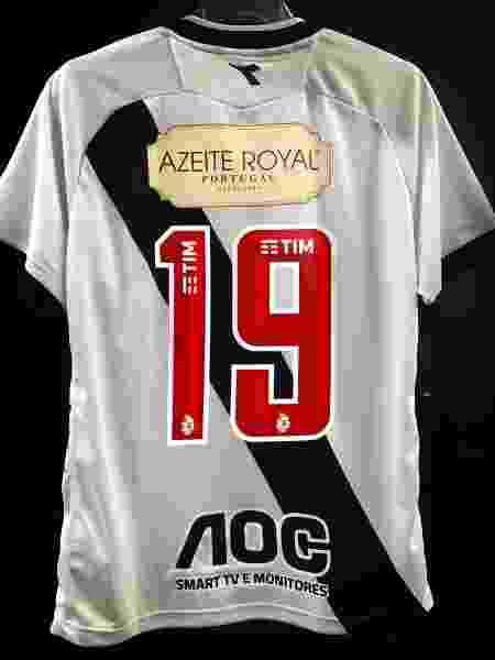 Camisa do Vasco já com o patrocínio do Azeite Royal na parte superior das costas - Divulgação / Assessoria de imprensa do Vasco