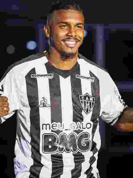 Marquinhos apresentou uniforme do Atlético-MG com a logomarca do BMG preta - Pedro Souza / Divulgação / Atlético-MG - Pedro Souza / Divulgação / Atlético-MG