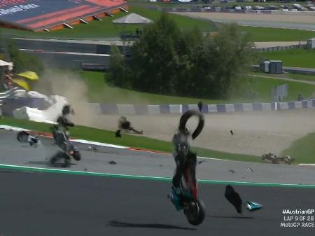 Acidente na MotoGP: assista vídeo do momento em que etapa foi paralisada
