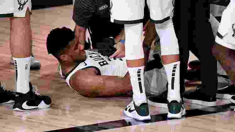 Giannis Antetokounmpo se lesiona na partida 4 da semifinal contra o Miami Heat - Douglas P. DeFelice/Getty Images - Douglas P. DeFelice/Getty Images