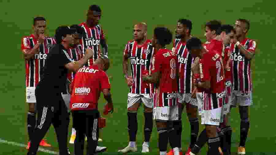 São Paulo de Fernando Diniz é o favorito dos blogueiros para ficar com o título brasileiro - Miguel Schincariol/Getty Images
