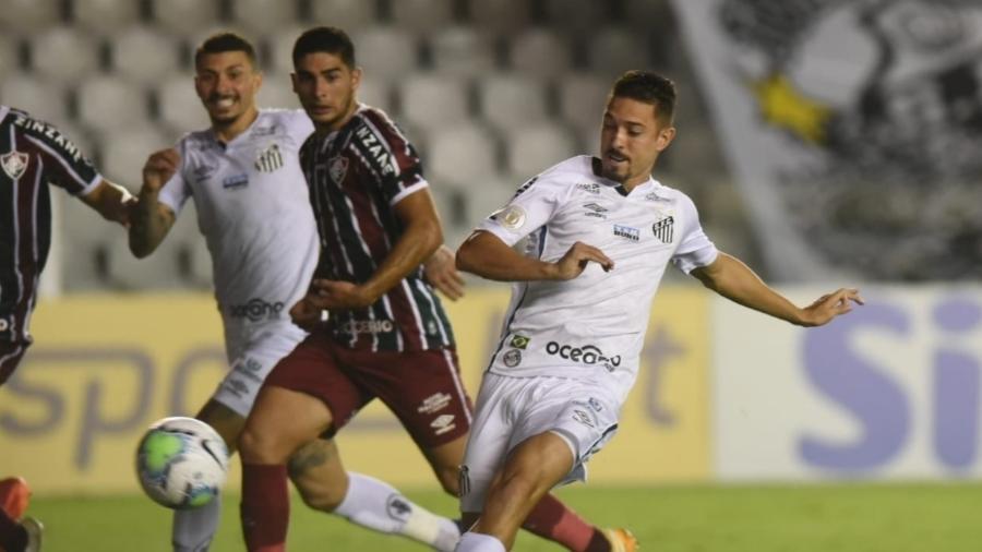 Jean Mota em ação com a camisa do Santos, na partida contra o Fluminense, pelo Brasileirão  - Reprodução/Santos