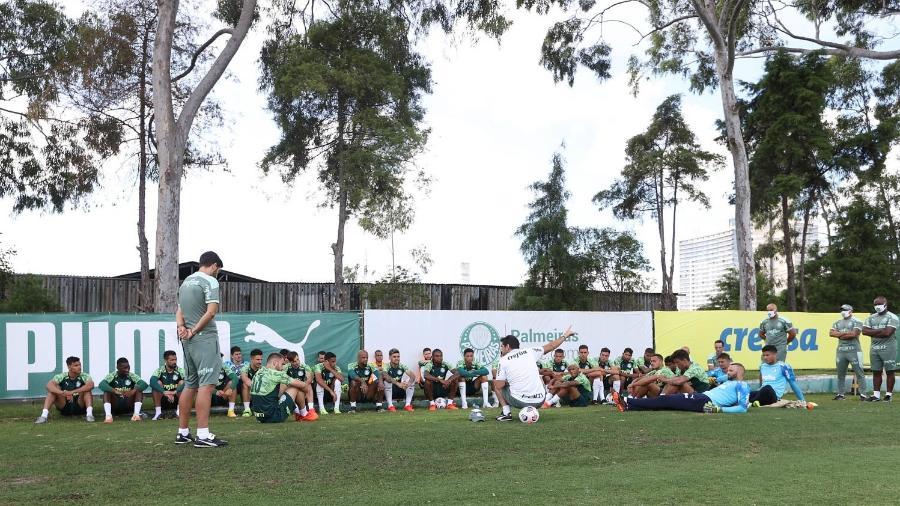 Abel Ferreira, durante conversa com o elenco do Palmeiras, na Academia de Futebol - Cesar Greco