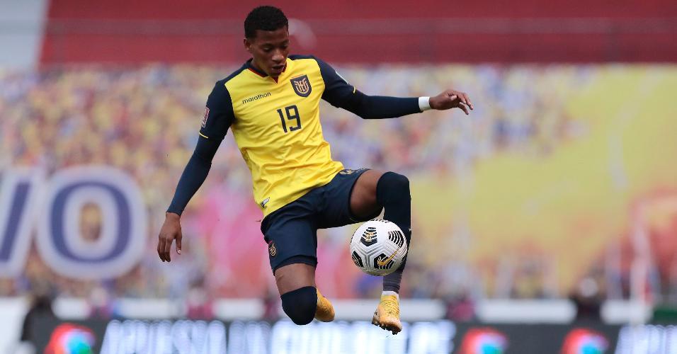 Gonzalo Plata em ação com a camisa da seleção equatoriana