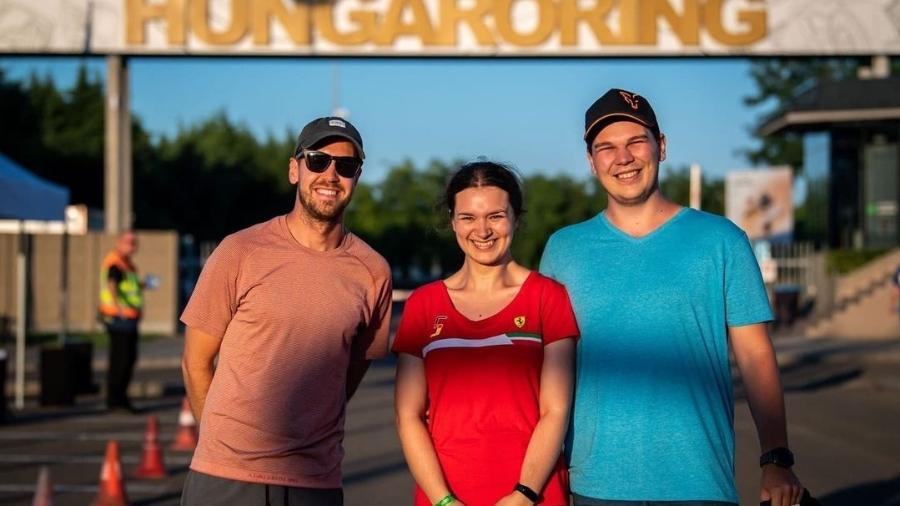 Vettel com o casal Veronika e Daniel no portão de Hungaroring - Reprodução/Instagram