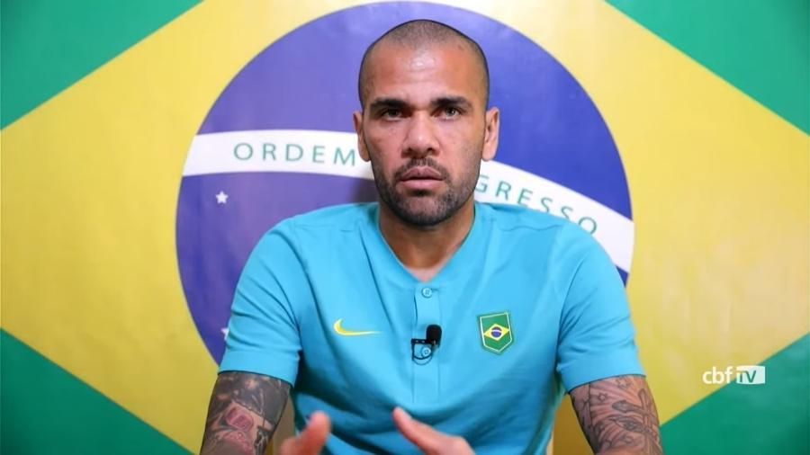Daniel Alves durante a entrevista coletiva de hoje (5) da seleção brasileira no Japão, a dois dias da final olímpica - Reprodução/CBF TV