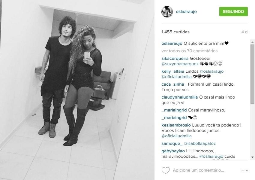 Oslã Araújo e Ludmilla vivem um romance. O rapaz é carioca, jogador de futebol e tem passagens pela base do Fluminense e do Cruzeiro