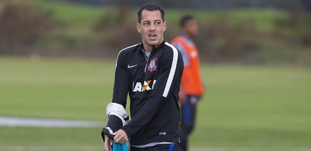 Corinthians vetou saída de Rodriguinho, titular na estreia de 2016