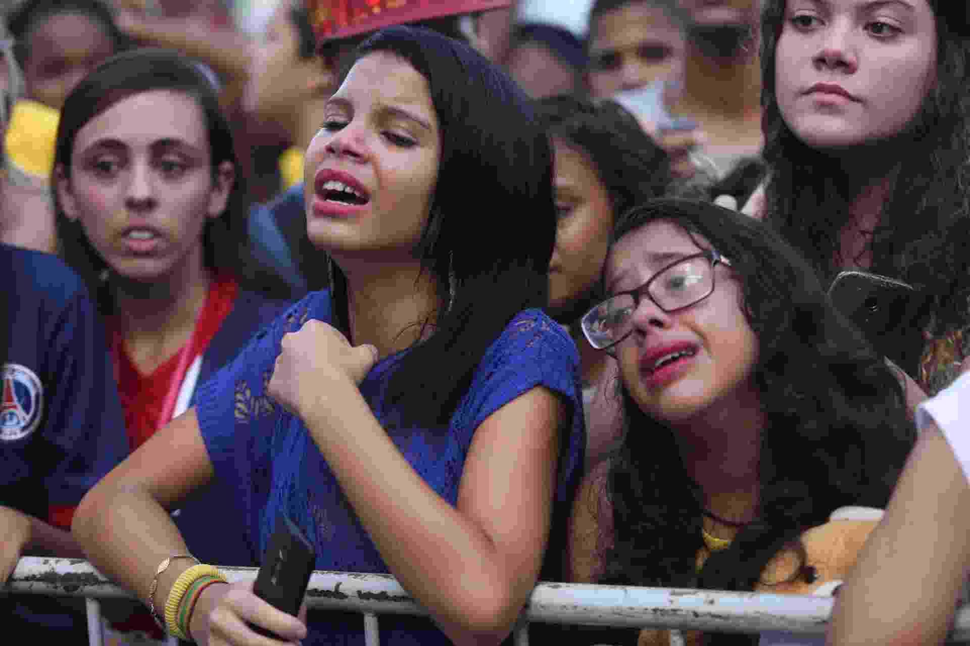 Garotas vão ao desespero com a chegada da seleção, especialmente com a de Neymar - Lucas Figueiredo / MoWA Press