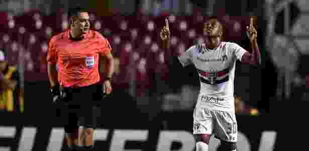 Kelvin deve ficar à disposição do técnico Ricardo Gomes - Nelson Almeida/AFP Photo