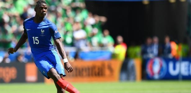 Paul Pogba está em ação pela França na Eurocopa - Franck Fife/AFP