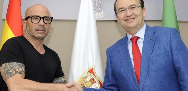 Sampaoli acabou de assinar contrato com o Sevilla e não deverá deixar o clube