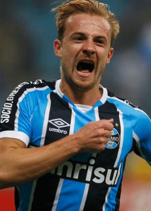 Marcelo Hermes comemora gol pelo Grêmio na vitória sobre o Santos