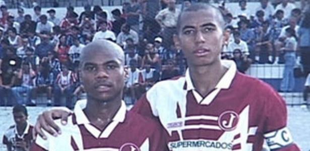 Luisão (à direita), hoje zagueiro do Benfica, em seu início de carreira pelo Juventus