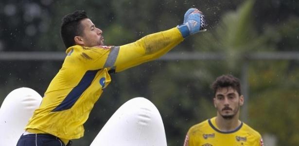 Goleiros Fábio e Rafael disputam vaga pela titularidade no Cruzeiro