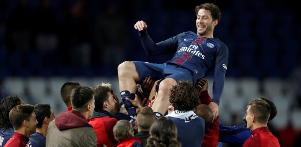 O brasileiro Maxwell foi titular e capitão do PSG em sua última partida pelo clube
