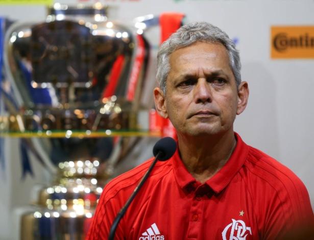 O técnico Reinaldo Rueda na coletiva de imprensa antes da decisão da Copa do Brasil