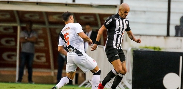 Fábio Santos vai desfalcar o Atlético-MG na Copa do Brasil