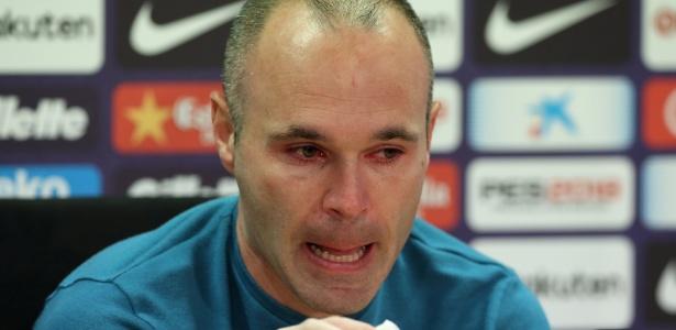 Iniesta anunciou sua saída do Barcelona nesta sexta-feira  - ALBERT GEA/REUTERS