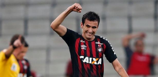 Pablo comemora gol pelo Atlético-PR; atacante fez 18 gols na temporada - RODOLFO BUHRER/FOTOARENA/ESTADÃO CONTEÚDO